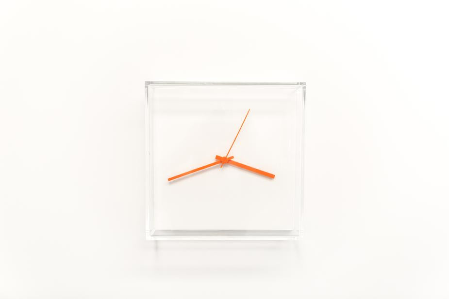 Wooden Wall Clock- Interesting Ways to Decorate Your Home