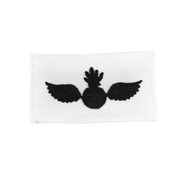 NAVY (AO) Striker Mark Rating Badge: Aviation Ordnanceman - White