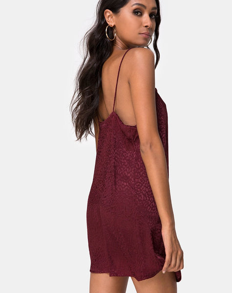 Datista dress in Satin Cheetah Burgundy by Motel
