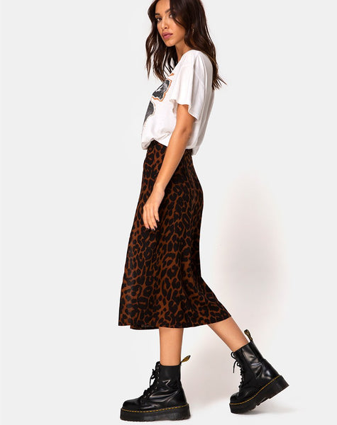 Saika Skirt in Oversize Jaguar Brown by Motel