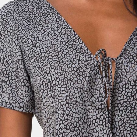 Vaco Blouse in Ditsy Leopard Grey by Motel