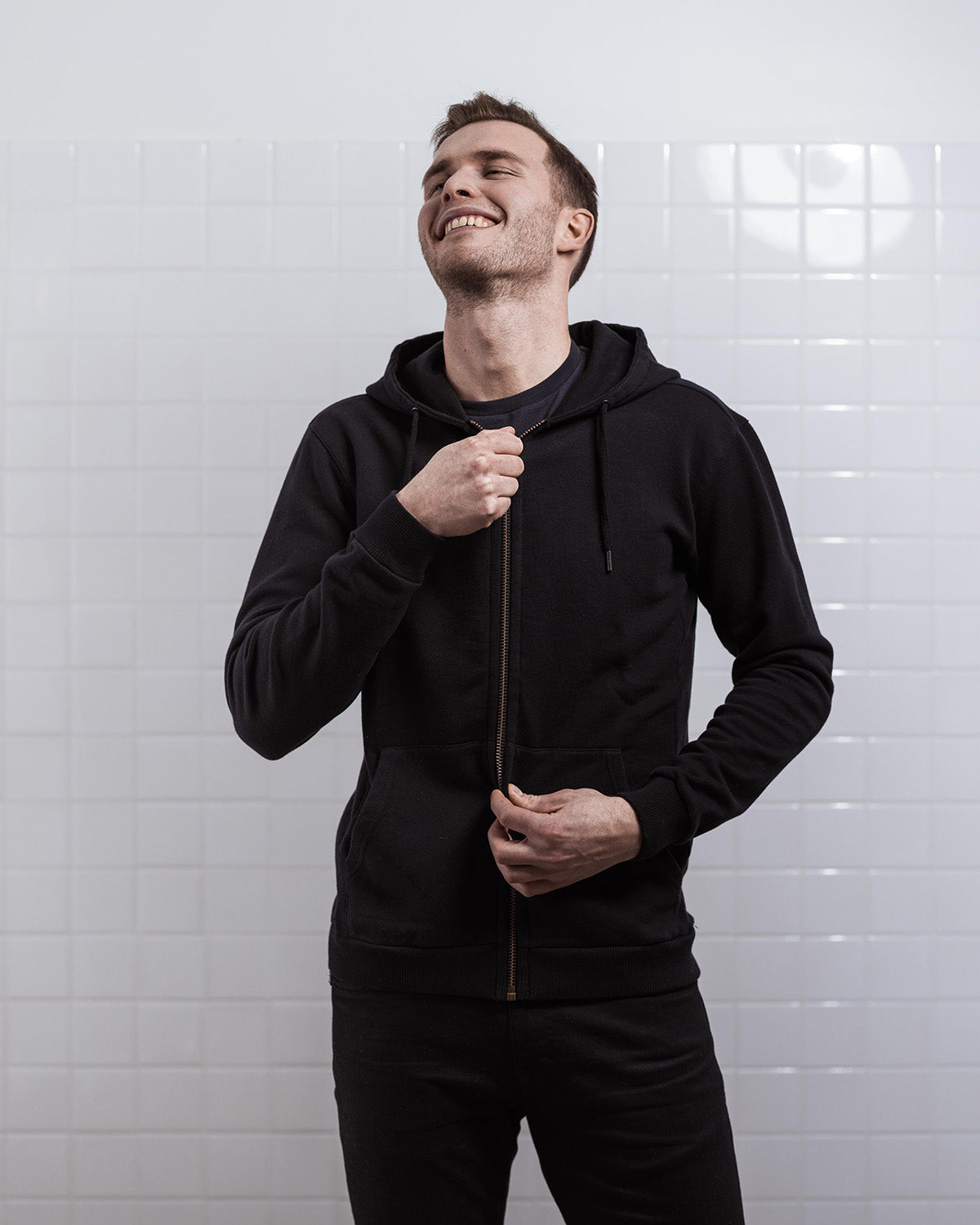 THE ZIP HOODIE BLACK