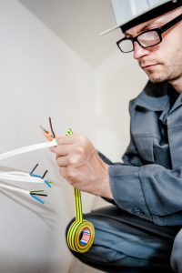 electrician-holding-wires