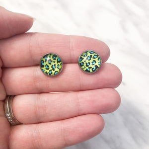 Resin stud earrings - Green and Yellow