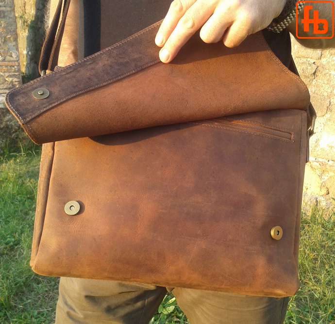 Italian Vintage Style, Oiled Leather, Unisex Crossbody Computer Bag.