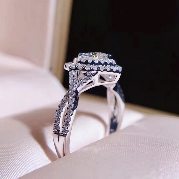 Extravagant Heart Glamour Ring