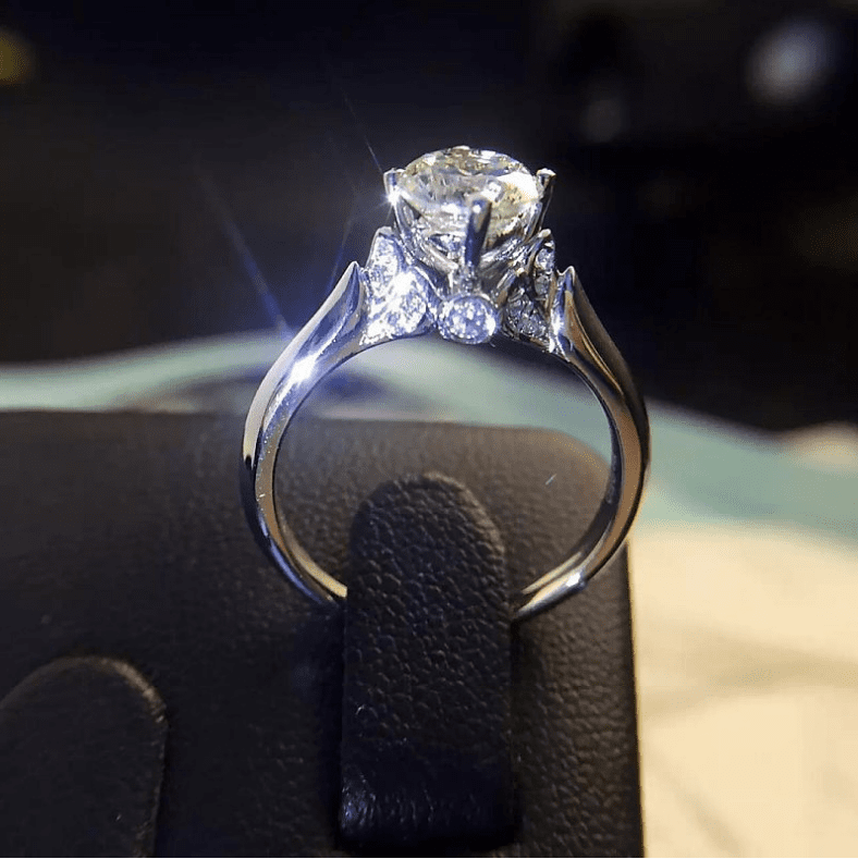 Exquisite Sparkling Engagement Ring