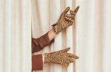 Load image into Gallery viewer, Leopard Gloves - Tan