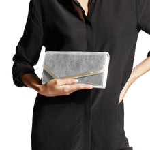Load image into Gallery viewer, Emmie Clutch - Champagne