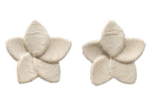 Load image into Gallery viewer, Frangipani Flower Earring - White