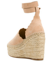 Load image into Gallery viewer, Platform Scalloped Trim Sandal - Reef Shell
