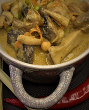 Load image into Gallery viewer, Mushroom Yellow Curry. 275g Meal for one/two people.
