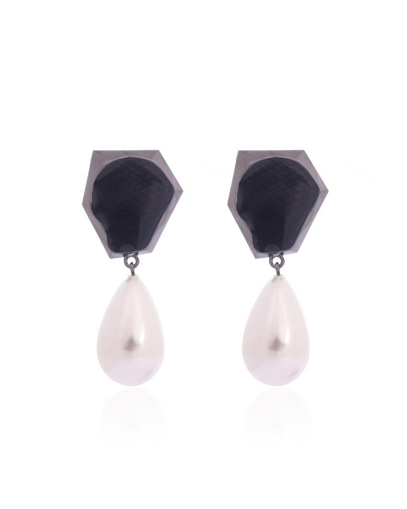 18K Ruthenium Aria Black Studs with Pearl Drops