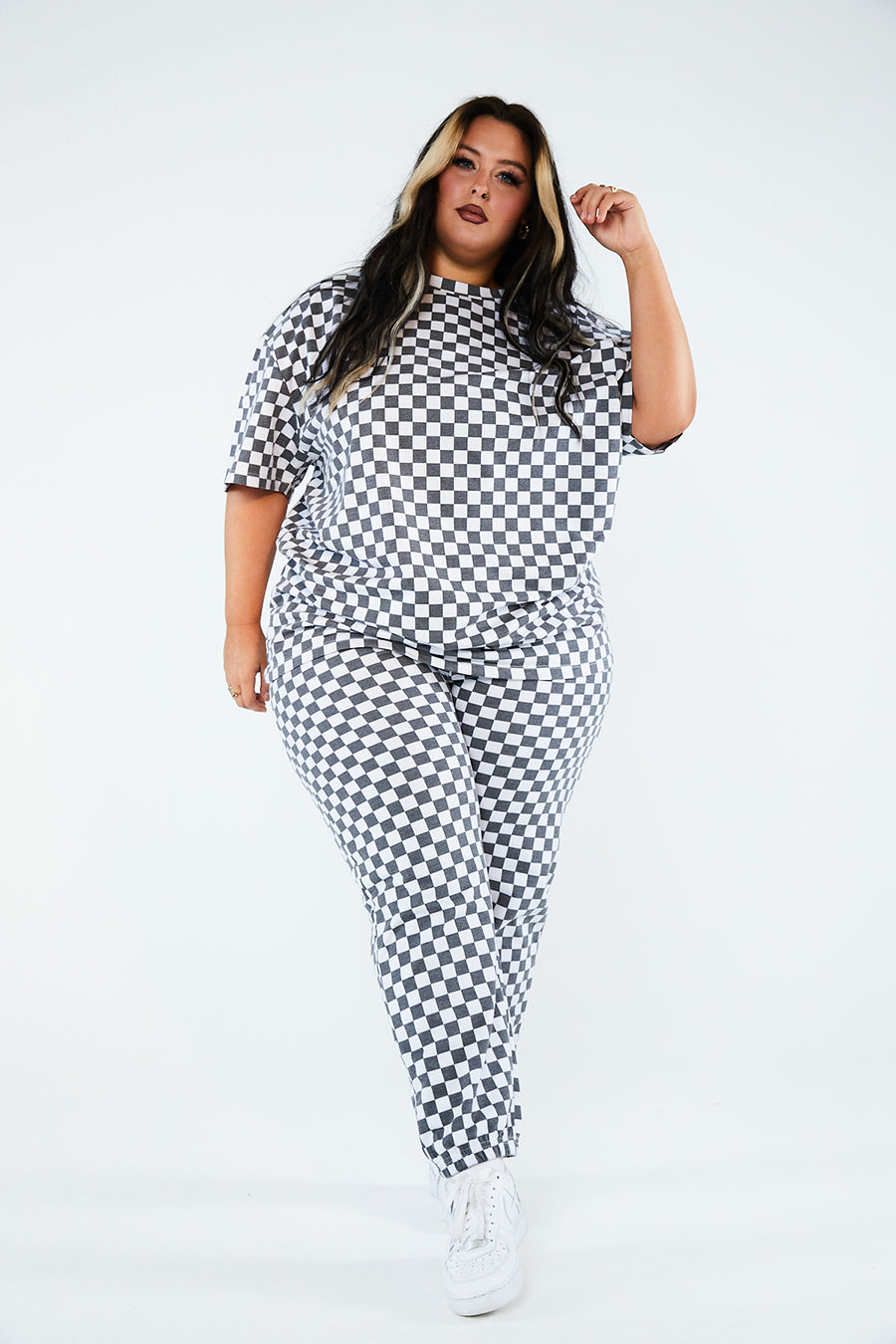 WHITE CHECKERBOARD TEE CURVE