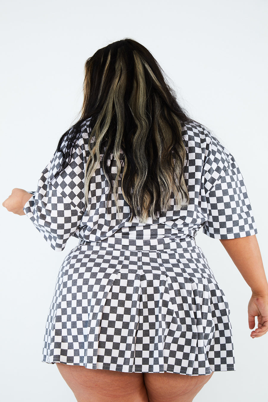 BW CHECKERBOARD SKIRT CURVE
