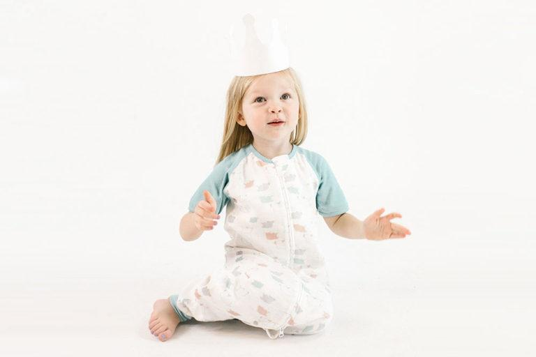 Raglan Bamboo Short Sleeve Sleep Suit - Flying Pig 0.6 TOG