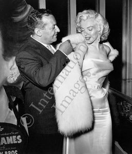 Ciro's owner Herman Hover helps Marilyn Monroe put on her fur stole (0016)