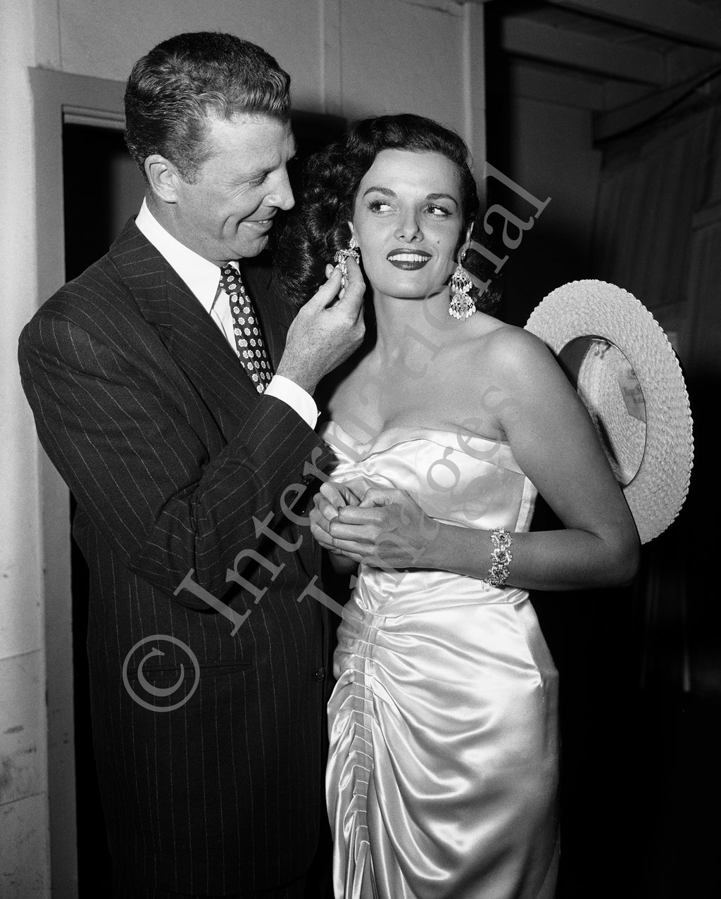 Dan Dailey checks out Jane Russell's diamond earrings (0017)