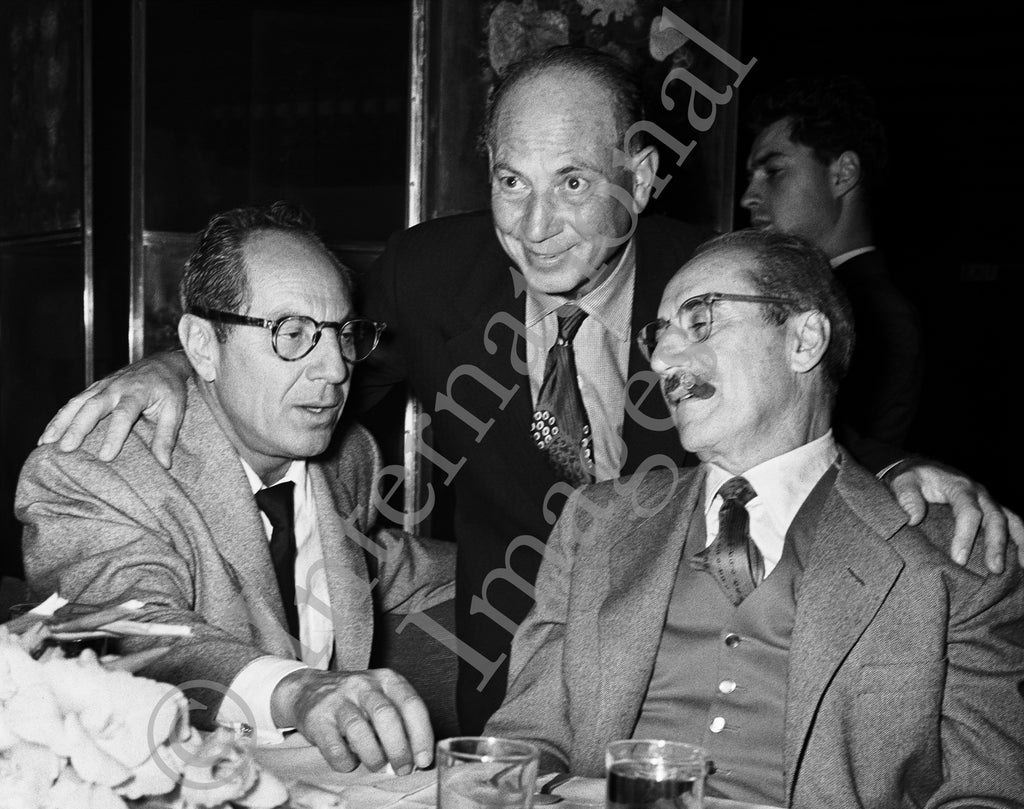 Comedians Harpo Marx, Zeppo Marx and Groucho Marx (0021)