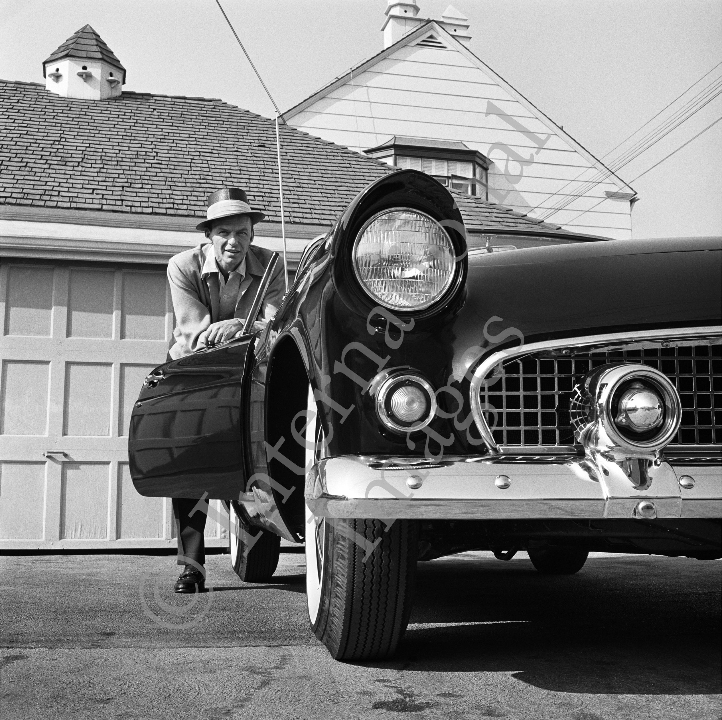 Frank Sinatra behind his classic Ford Thunderbird (0023)