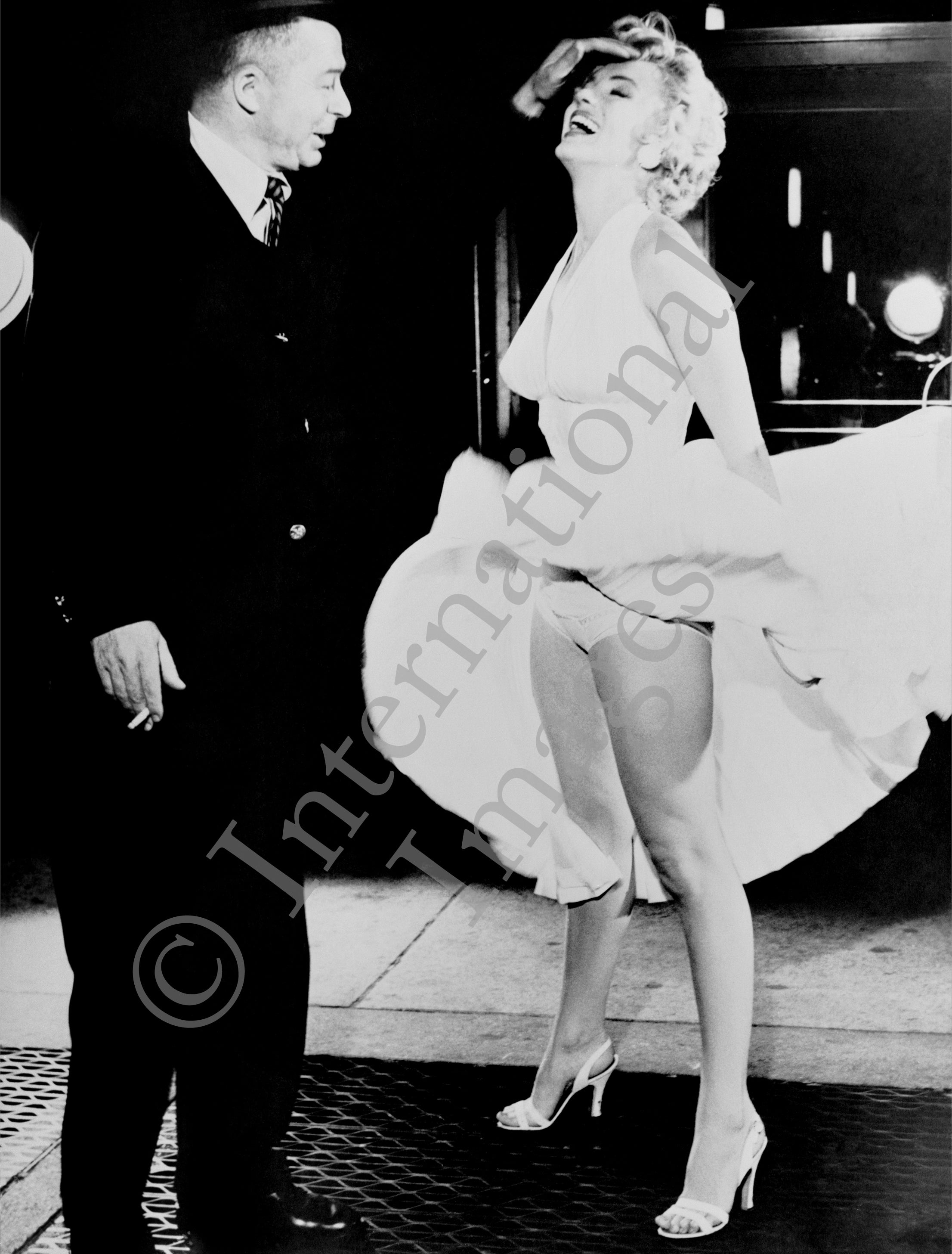 Marilyn Monroe's skirt blowing up with director Billy Wilder (0024)
