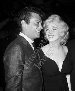 Marilyn Monroe with Tony Curtis (0027)