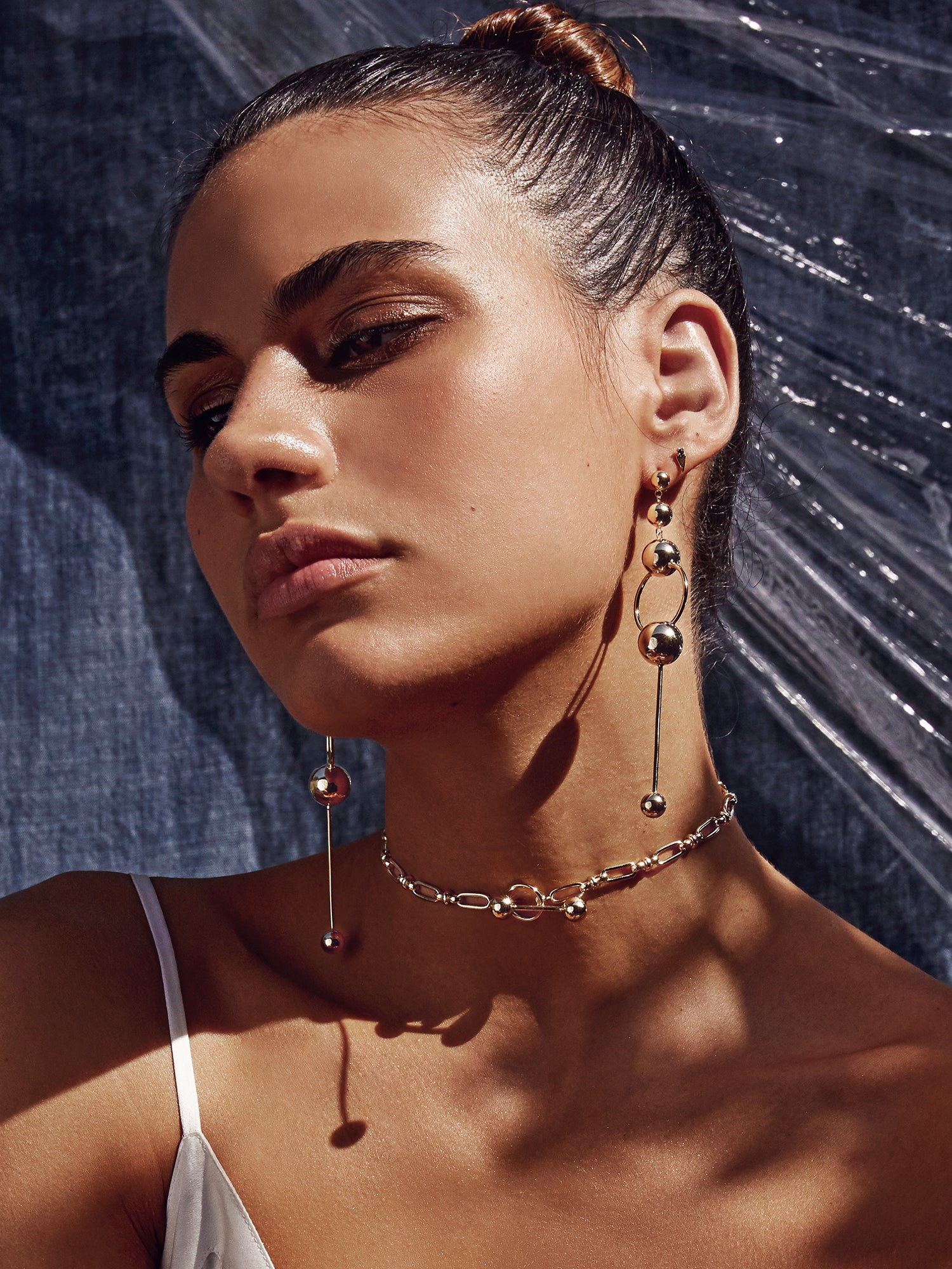 trendy, statement earrings, gold, style, influencer, blogger, Selena gomez, hoops, ear game, jewelry, accessories, Saint Lola, stud earrings, chocker, gold necklace