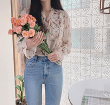 Load image into Gallery viewer, Ruffled Floral Print Blouse
