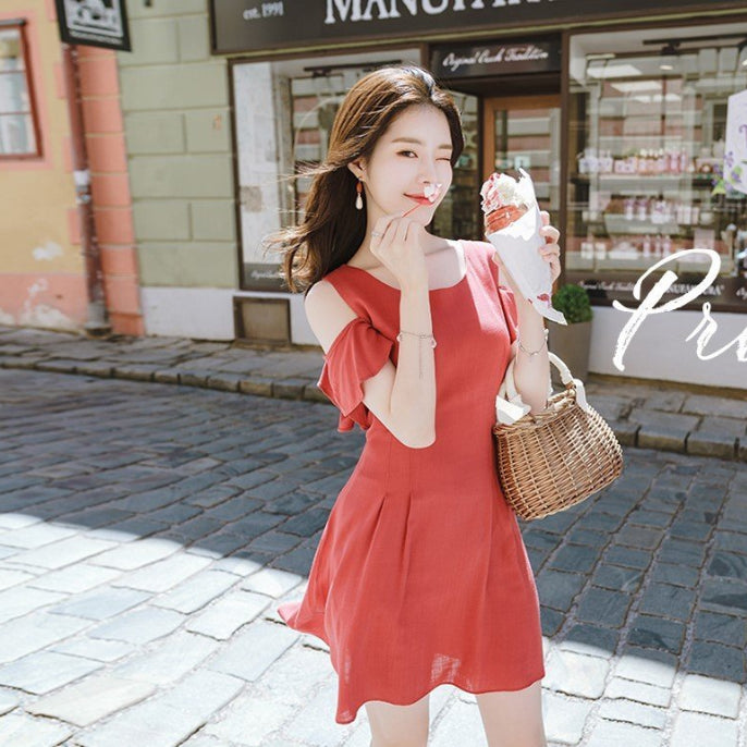Frilly Winged Sleeve Pintle Dress
