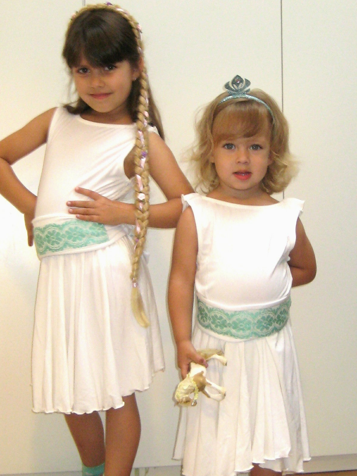 Girl's dress with embrodied belt - White / Turqoise - apluckygirl