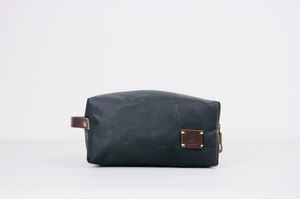 VAKA - Waschtasche / Travel bag. Bag for beauty products (CHARCOAL) - apluckygirl