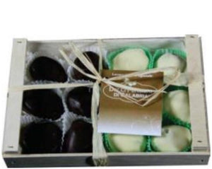 DOLCI PENSIERI DI CALABRIA Figs in Dark and White Chocolate Wooden Box 250GR