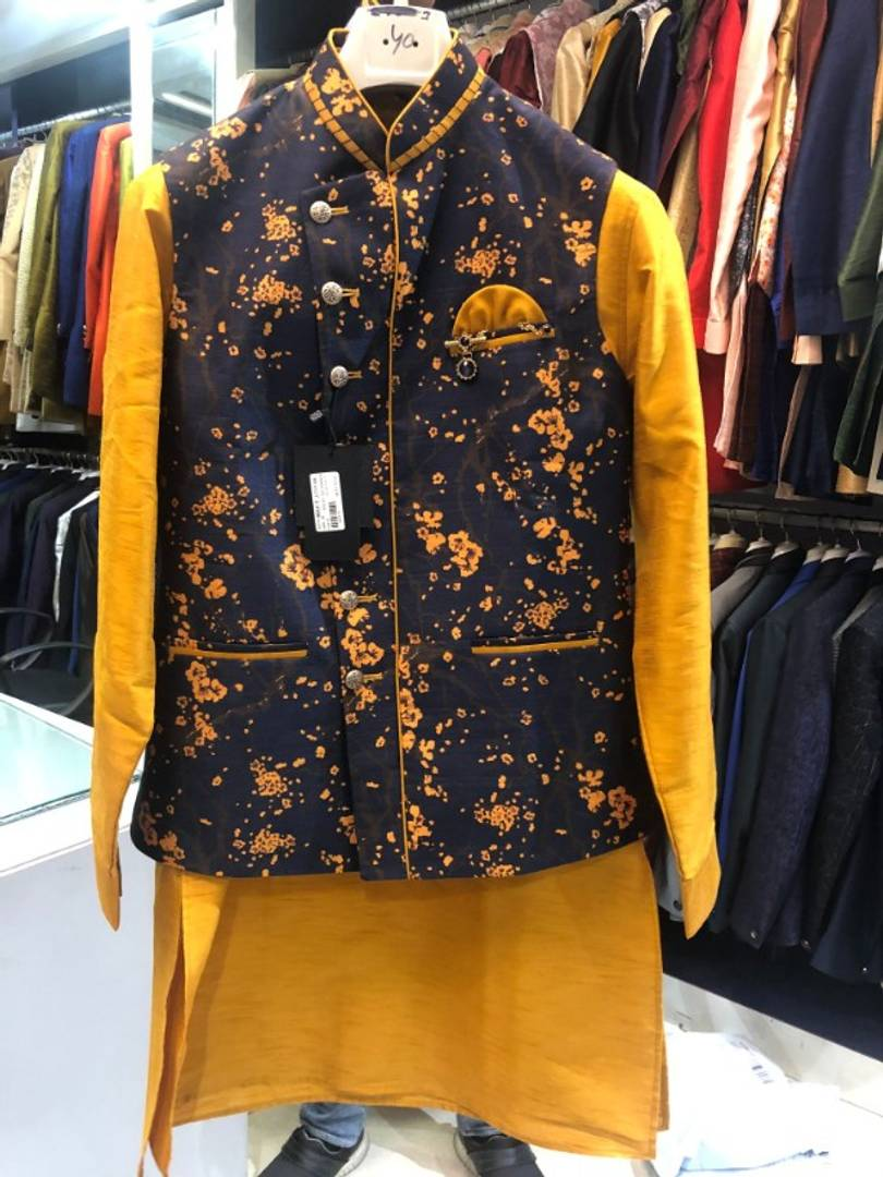 Kurta Payjama And Jacket Set For Men's