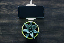 Load image into Gallery viewer, Airwatts Wireless 10w QI Charger for Android and iphone