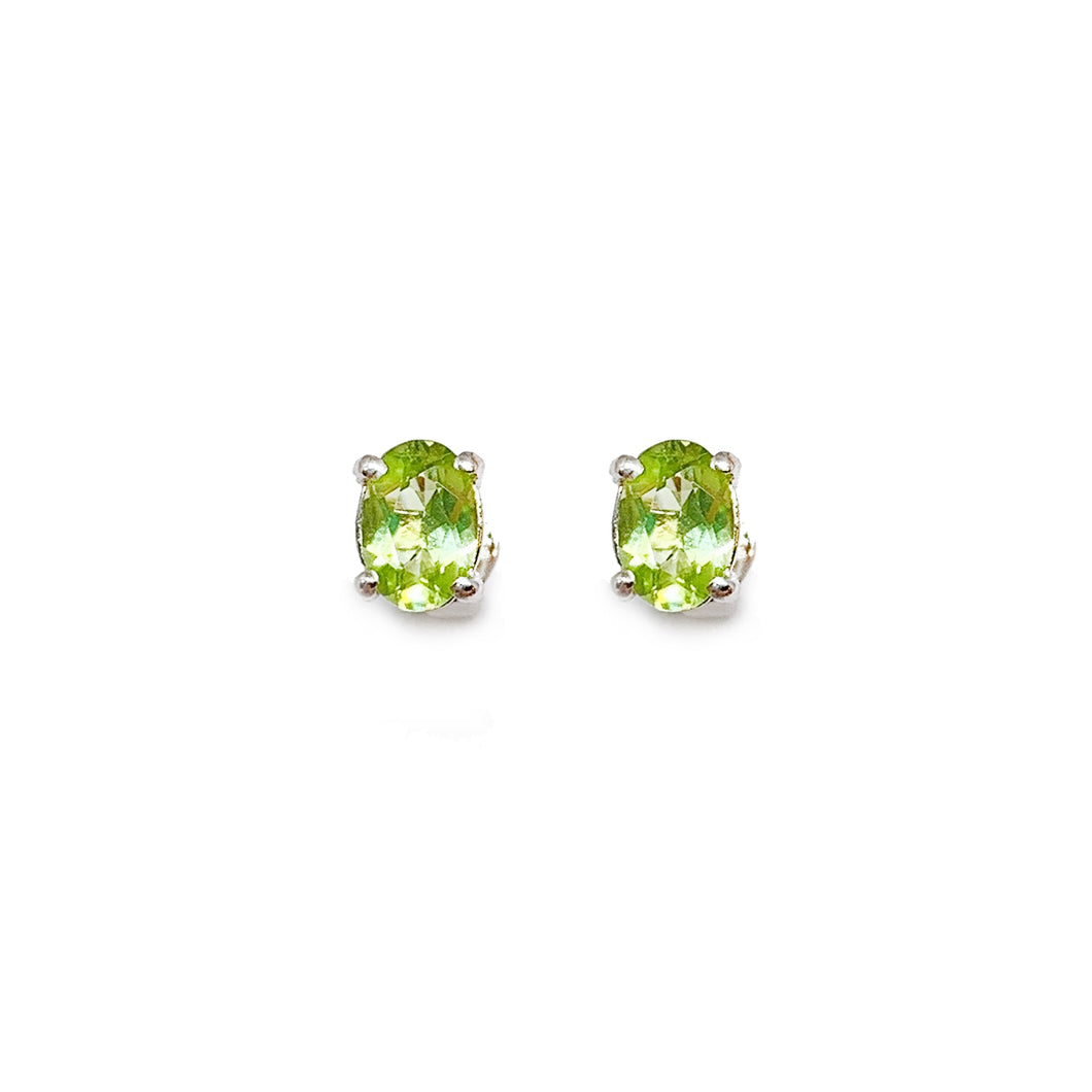 18K White Gold Oval Cut Peridot Earring Stud