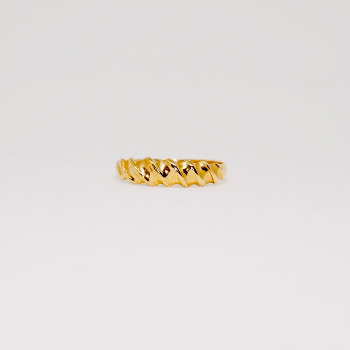 Gold Twist  Ring - Vintage