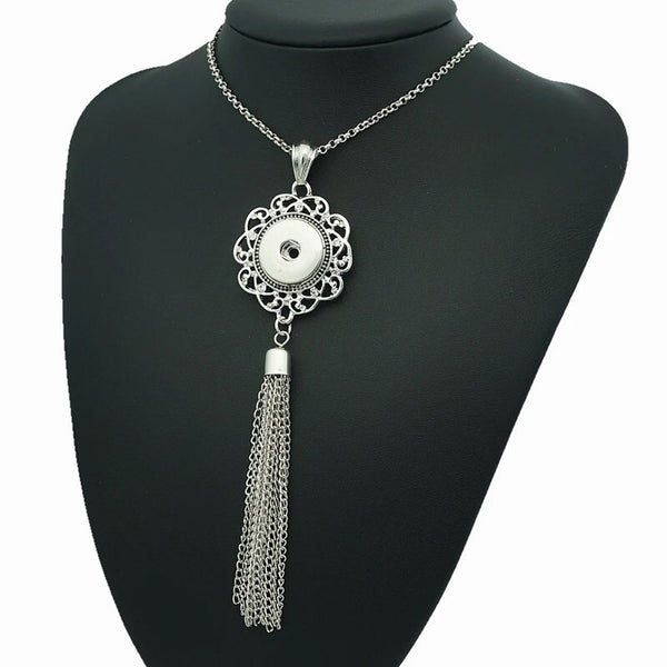 Tassel Wreath Snap Necklace with 21 inch nickel free chain