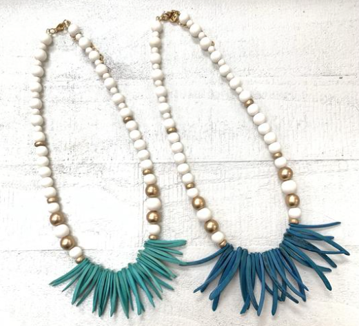 Short Chippy Coco Stick Necklace - Preppy Pineapple