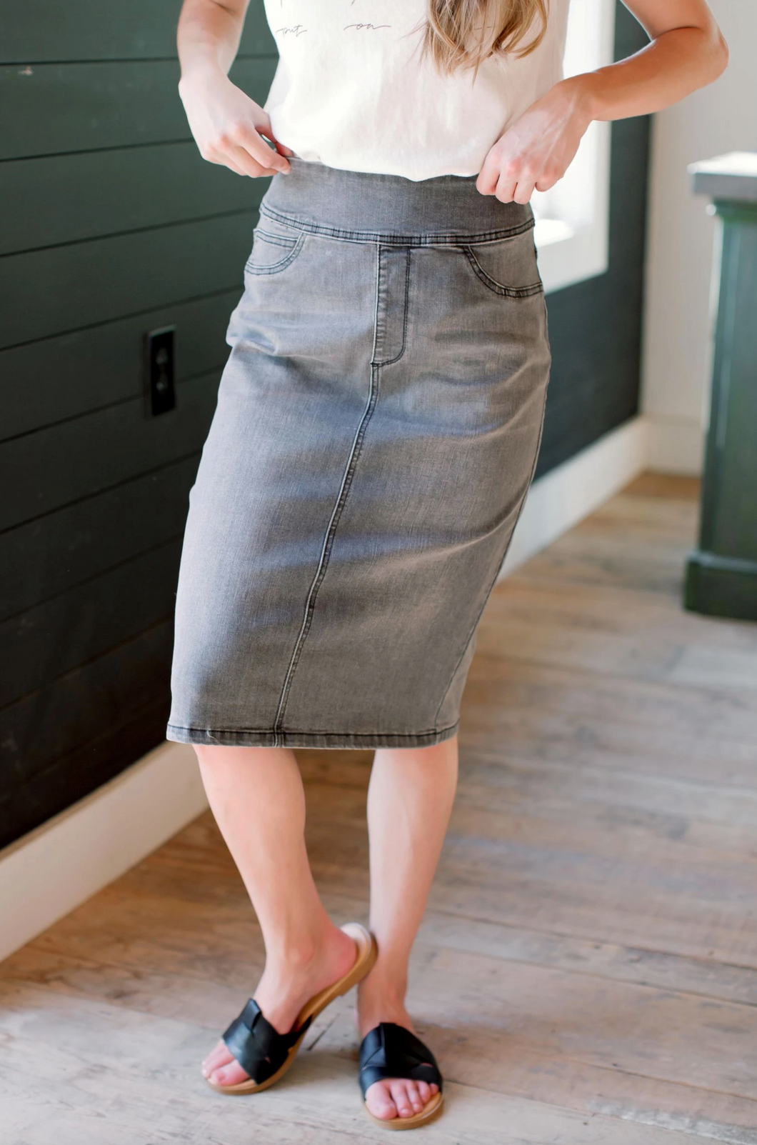 'SARA' CLASSIC KNEE LENGTH DENIM SKIRT IN CHARCOAL