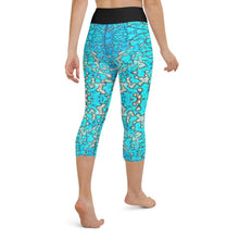 Load image into Gallery viewer, Barrier Reef Yoga Capri Leggings