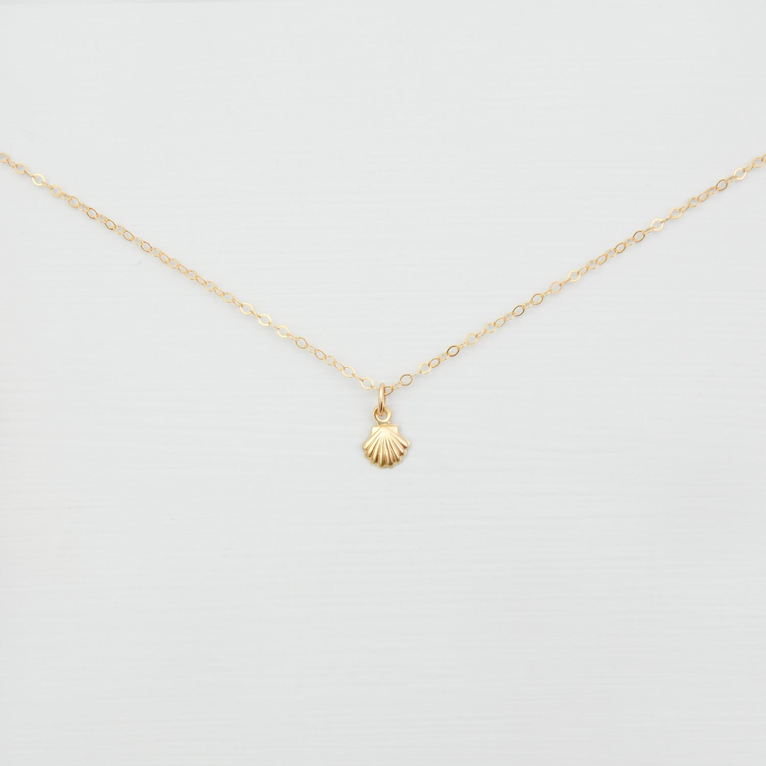Gold Shell Charm Necklace 'Elva'