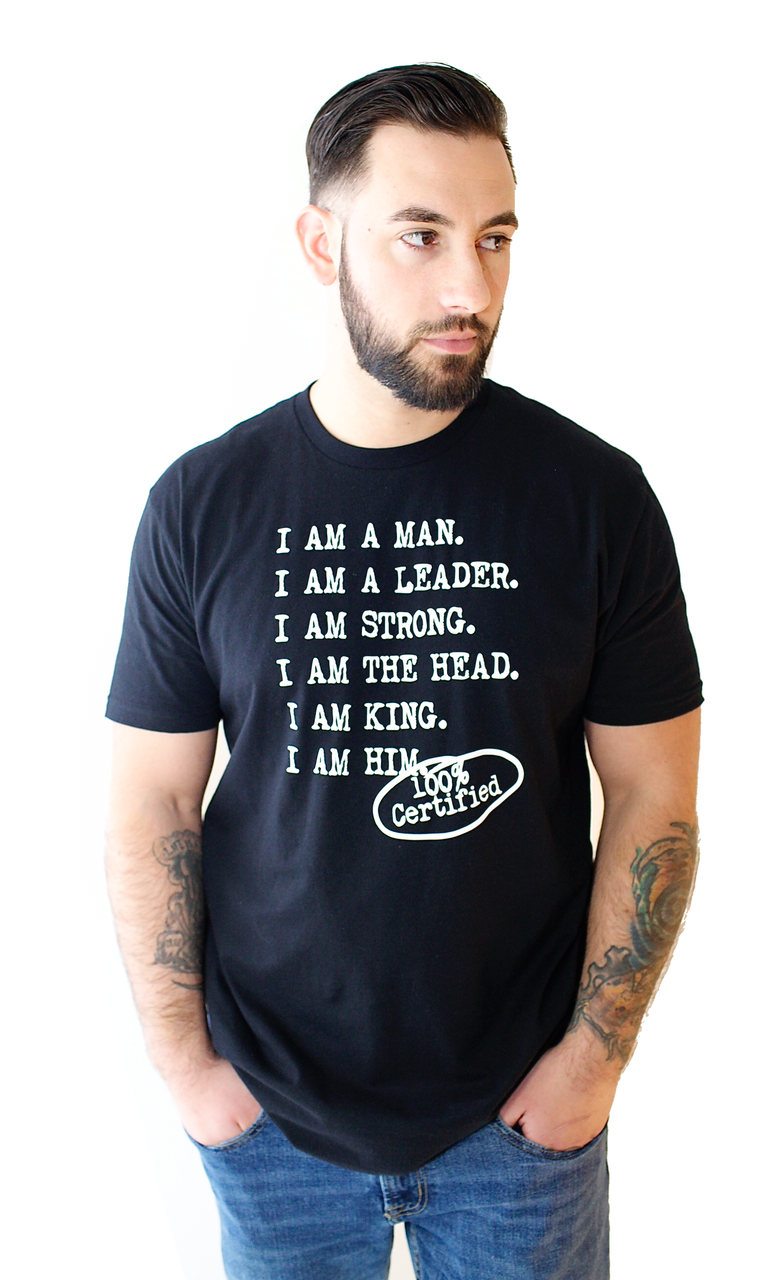 Male wearing casual black t shirt with saying for men, I AM A MAN. I AM A LEADER. I AM A STRONG. I AM THE HEAD. I AM KING. I AM HIM -­‐ 100% CERTIFIED. Casual T Shirts for Men who unapologetically shows up in the world.