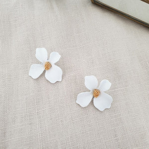 Fleur Earrings (White)