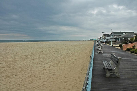 For those looking for a laid-back atmosphere, but still want some activities, Point Pleasant is a great choice. (Credit: Leifern on Wikipedia)
