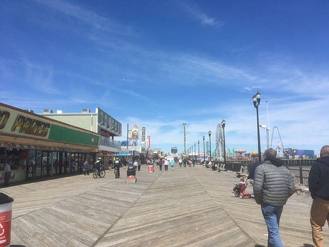 For free concerts and movies, and great public beach access, Seaside Heights is an excellent choice. (Credit: Dough4872 on Wikipedia)