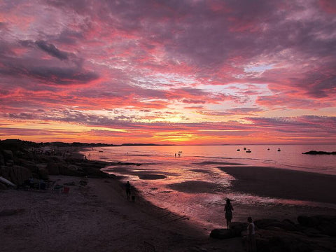 For low tides and amazing sunsets, Wingaersheek Beach is great for families. (Credit: Gabrielm199 on Wikipedia)