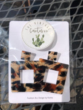 Load image into Gallery viewer, Square Leopard Acrylic Earrings