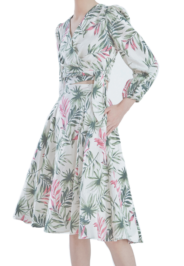 Two-piece leaf print dress to wear on vacation