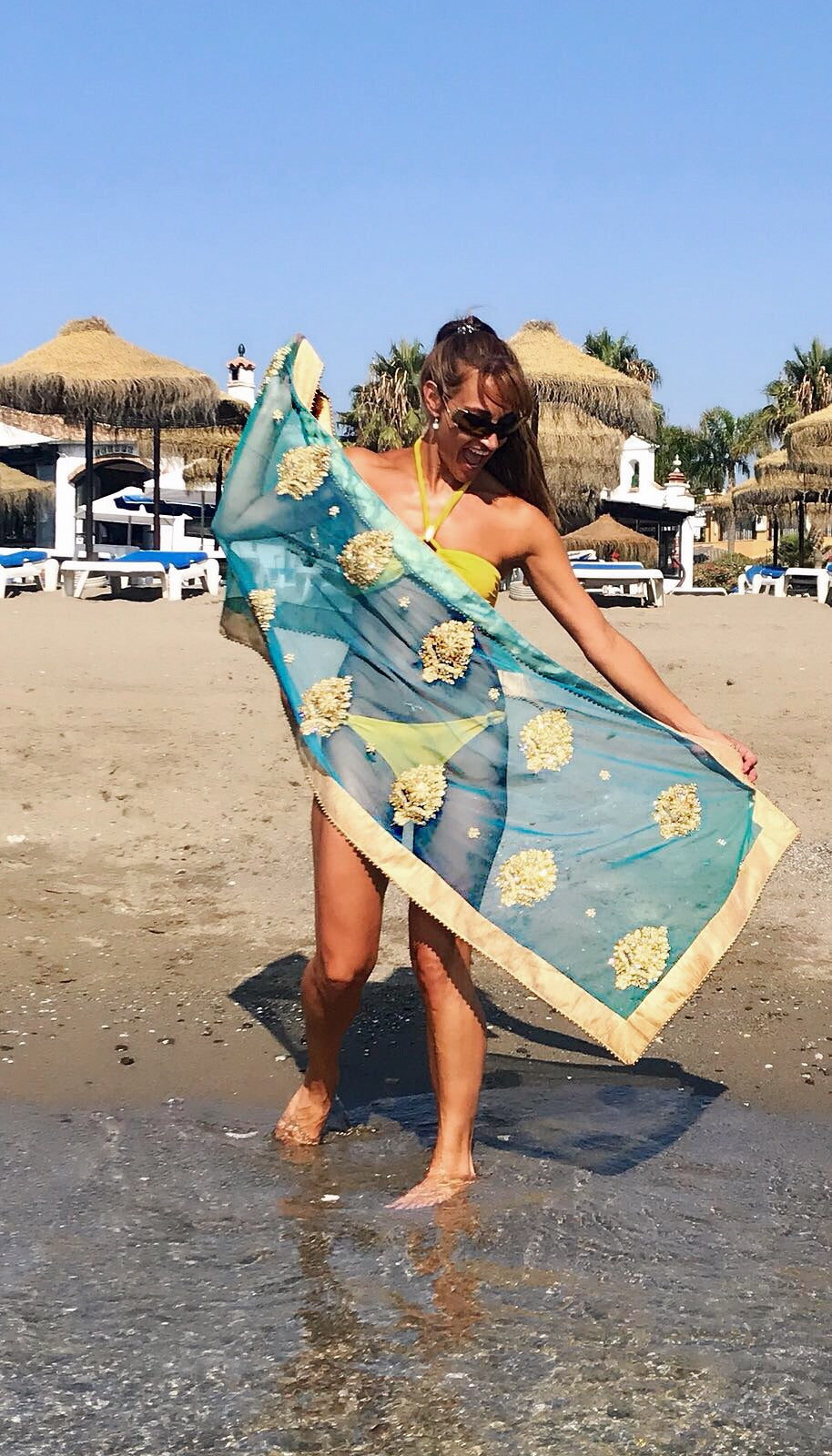 'Aribelle' luxury beach throw