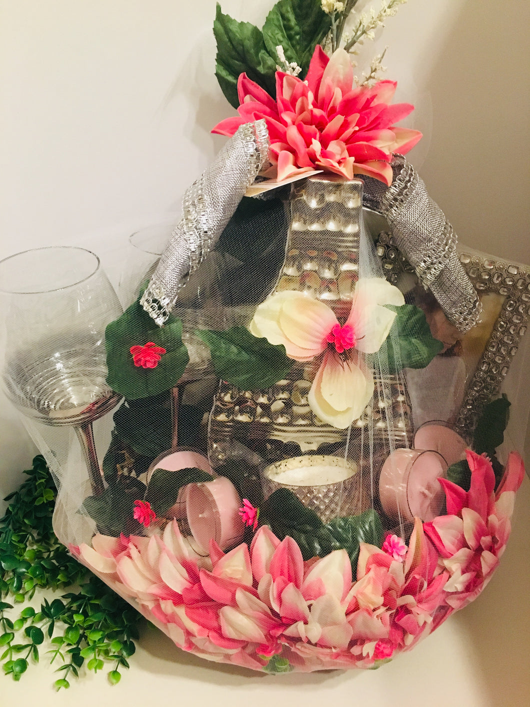Luxurious getaway basket for your lover!